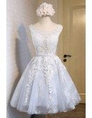 Dreamy Ball-gown Scoop Neck Short Tulle Homecoming Dress With Appliques Lace