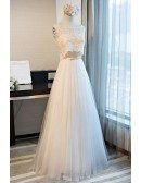 Romantic A-line Scoop Neck Floor-length Tulle Prom Dress With Appliques Lace
