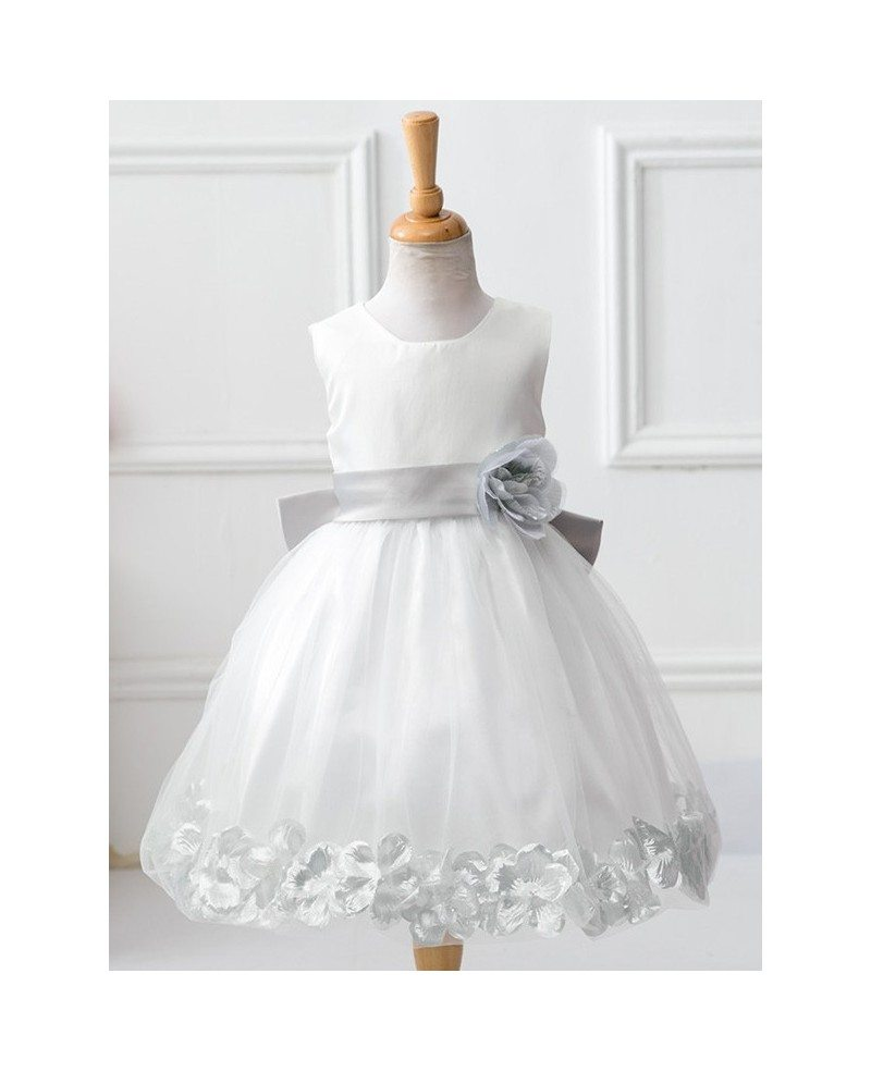 32 9 Classic White With Petals Cheap Flower Girl Dress With Sash Qx 105 Gemgrace Com