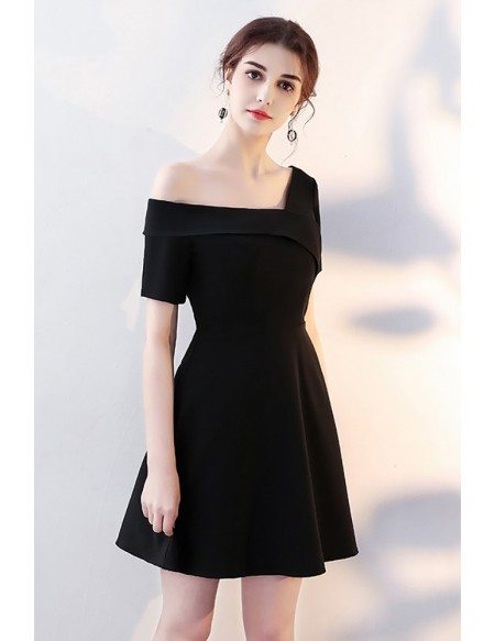 2018 Fashion Black Short Homecoming Dress with Sleeves