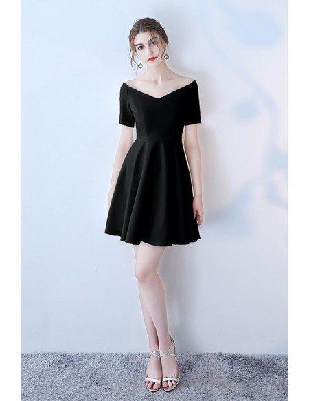 Black V-neck Short Homecoming Dress with Short Sleeves