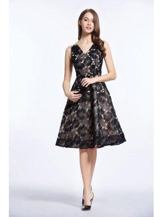Elegant A-Line V-neck Organza Lace Knee-Length Mother of the Bride Dress