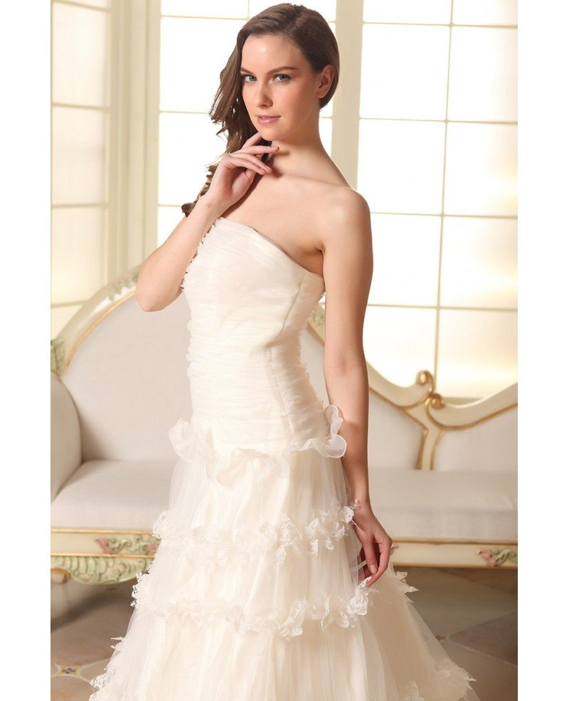 Ball-gown Strapless Court Train Tulle Wedding Dress With